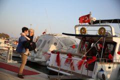 Teknede romantik evlilik teklifi organizasyonu